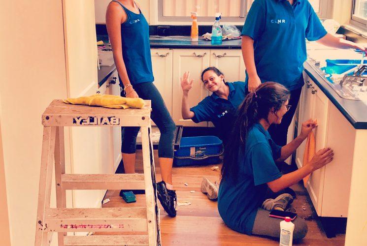 bond cleaning teamwork